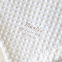 plaid bébé en fourrure blanc personnalisé-detail