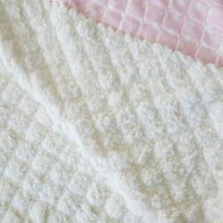 plaid bébé rose et moumout blanche personnalisé-detail
